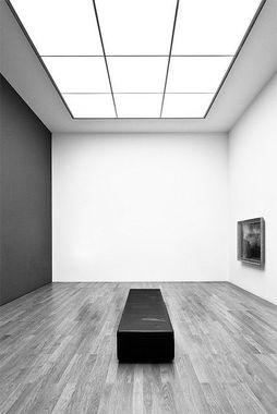 Dalles LED de plafond blanc froid, pour une lumière qui retranscrit parfaitement les couleurs des œuvres