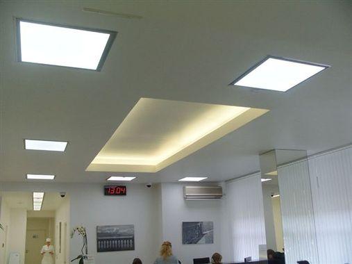 Dalles LED de plafond blanc froid, lumière vive et intense idéale pour les hôpitaux