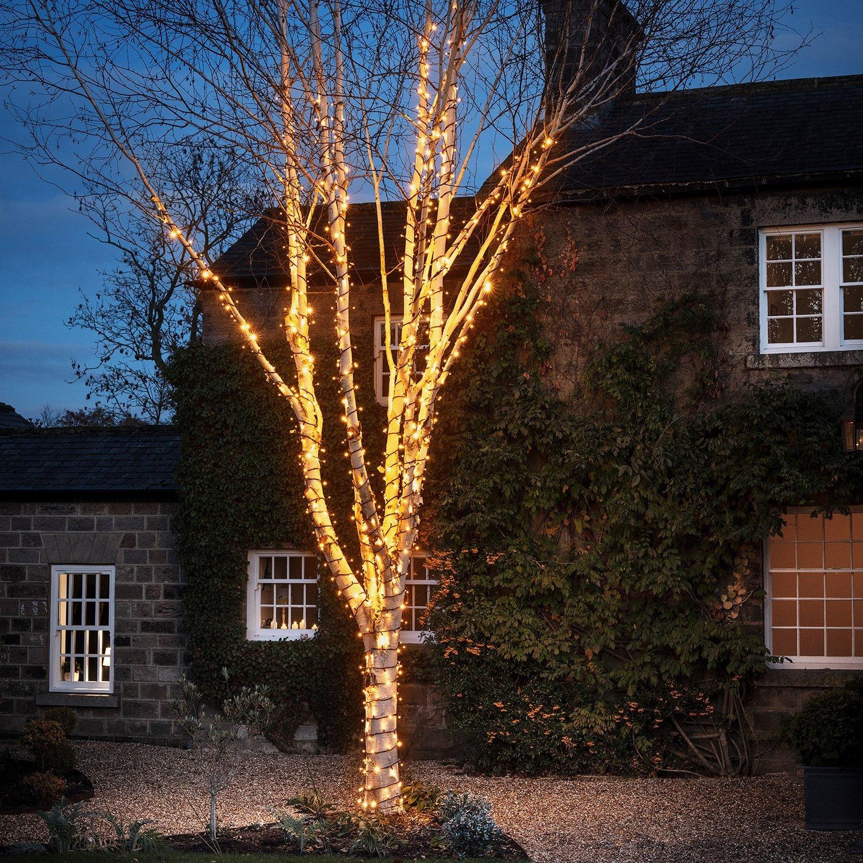 Peut-on laisser sa guirlande lumineuse en extérieur toute l'année ?