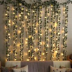 Descente de lierre et guirlande lumineuse pour une tête de lit végétale, naturelle et chaleureuse