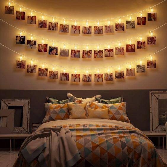 Décorer la chambre d'amis ou une chambre d'hôte conviviale avec une guirlande lumineuse accroche photos souvenirs